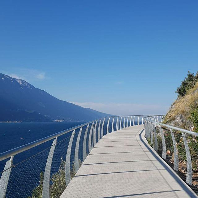 Did you know about the existence of this stunning cycle path in Limone? It's worth a try, especially for the breathtaking views! We love it!