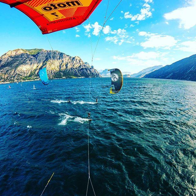 On Lake Garda the days are still perfect for kite surfing! The wind from the north starts blowing early in the morning and the water of the lake is still warm!
