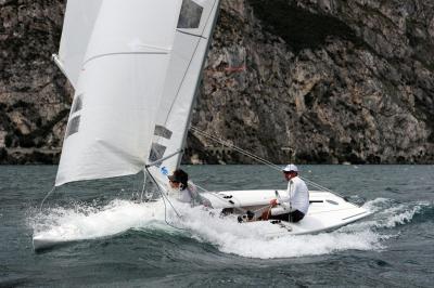 praticare vela sul Lago di Garda